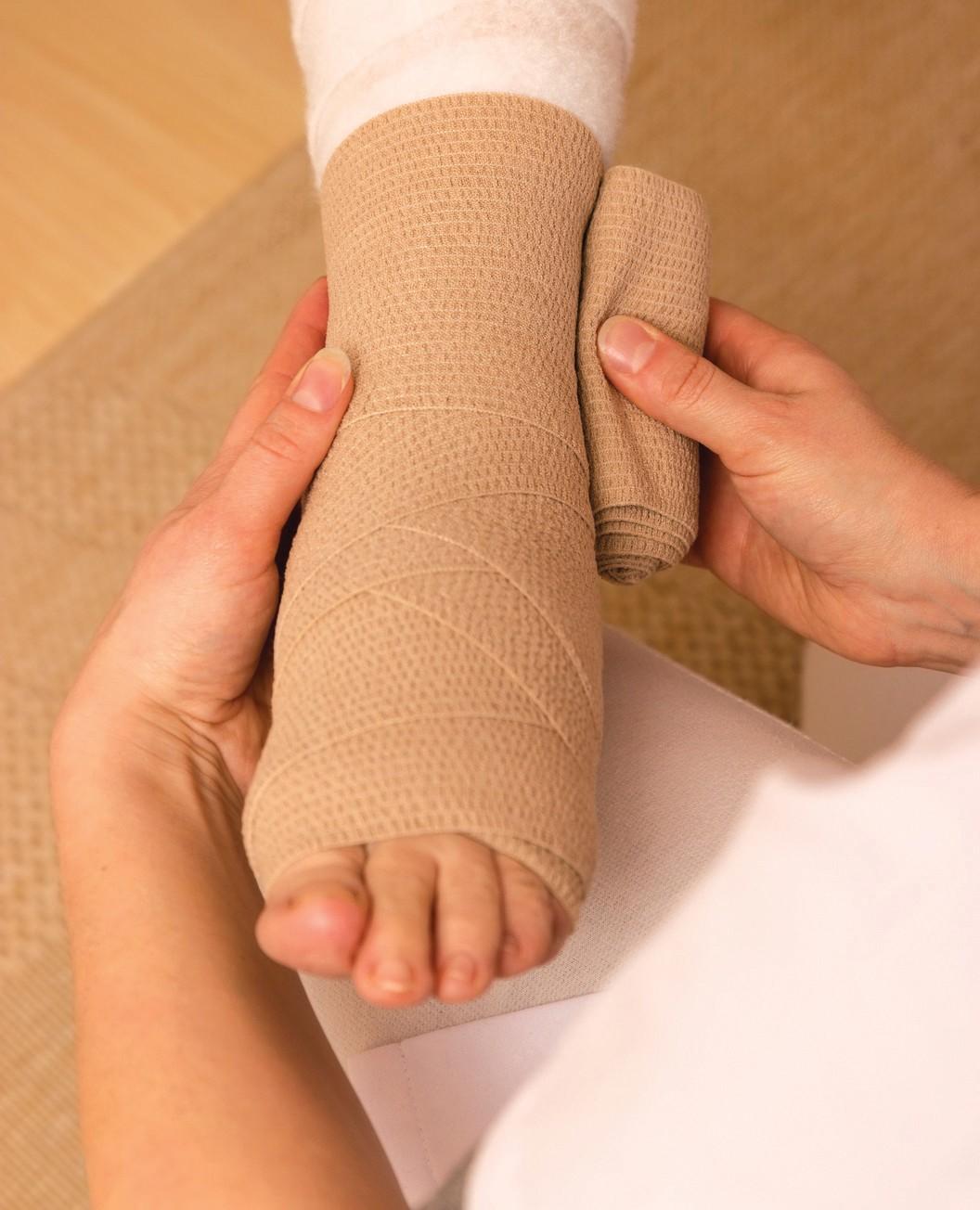 Diagnosis: lower limb lymphostasis. Treatment with folk remedies, medications, massages